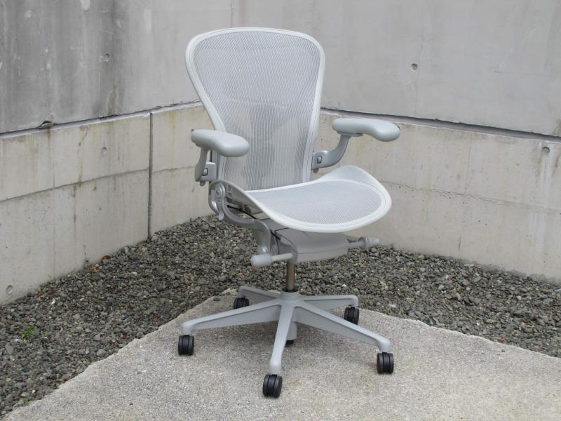 チェア 中古 アーロン 中古のおすすめオフィスチェア6選を紹介。高級モデルを安く買おう!気をつけるポイントは?